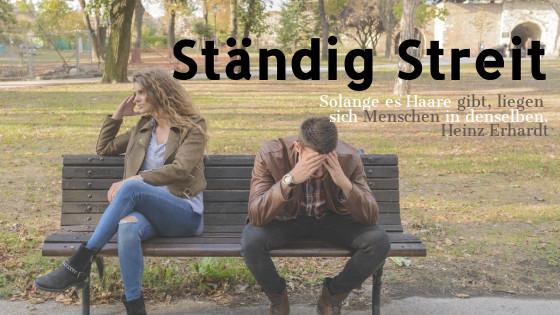 ständig streit in der beziehung paar sitzt verzweifelt auf einer bank