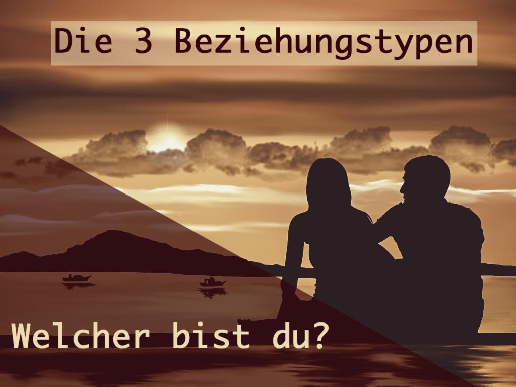 Paar sitzt draußen im Sonnenuntergang - Die 3 Beziehungstypen