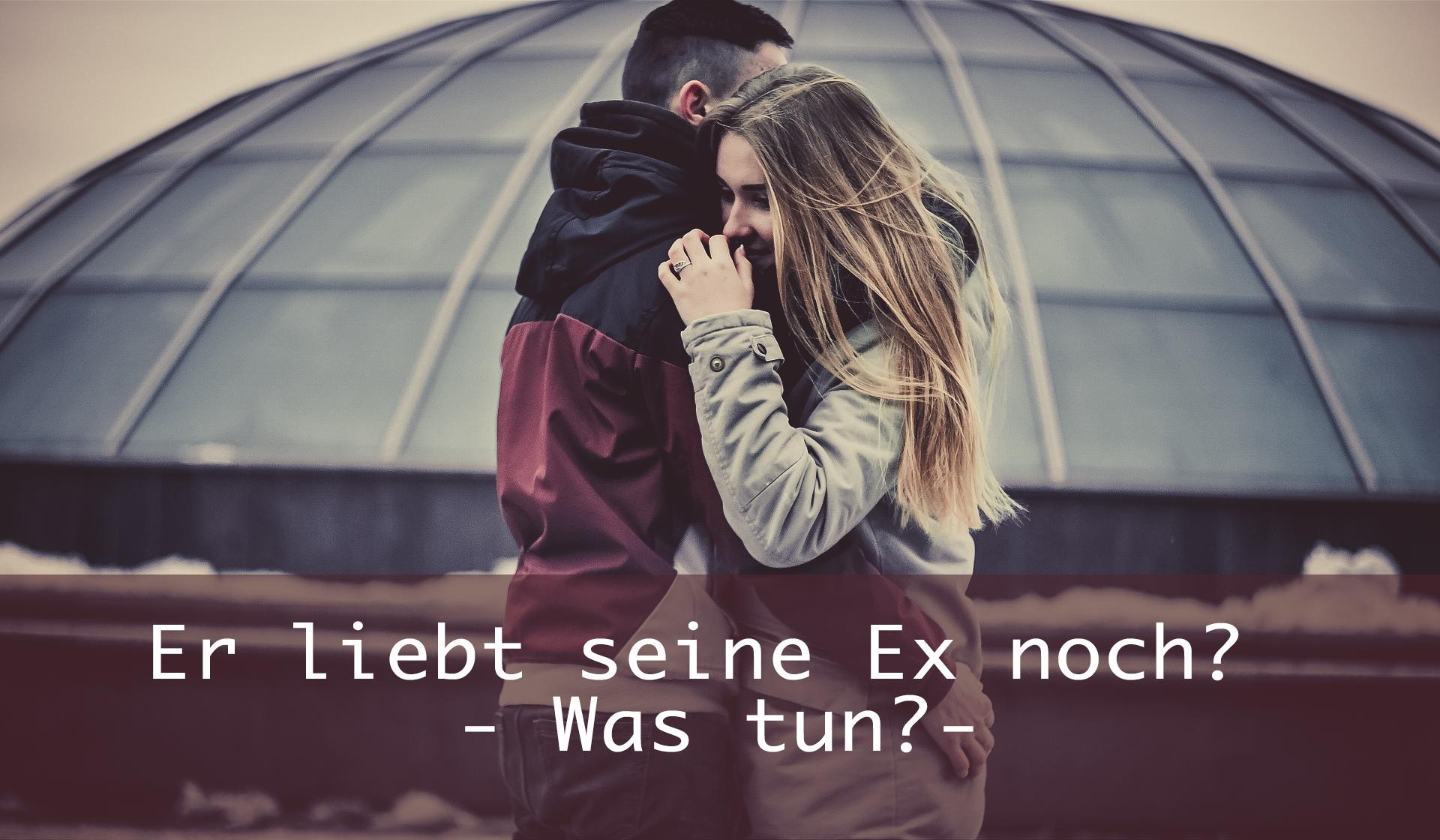 Paar umarmt sich - Er liebt seine Ex noch